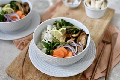 Bunte Buddah-Bowl mit Austernpilzen
