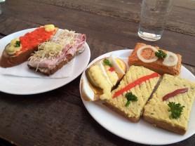 Left to Right: The Lachsersatz (Salmon Substitute Sandwich), Schinkenbrötchen mit Kren (Ham Sandwich with horseradish), Eibrötchen (Egg Sandwish) as well as the Polnische (Polish) Brötchen in the lower front and the spicy Serbische (Serbian) Brötchen in the rear