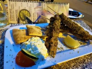 The medium-sized Souvlaki with Zaziki, Pita Bread, Lemon and Vegetables