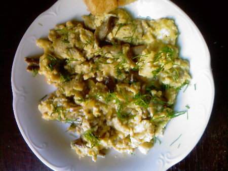 jajecznica z grzybami