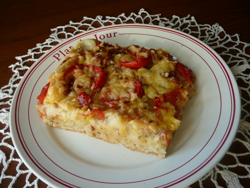 pizza pomidorowa z cebulą