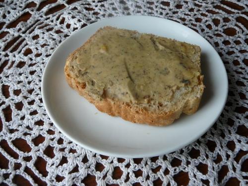 chlebek mieszany z pastą