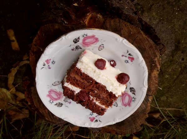 tort czarny las1
