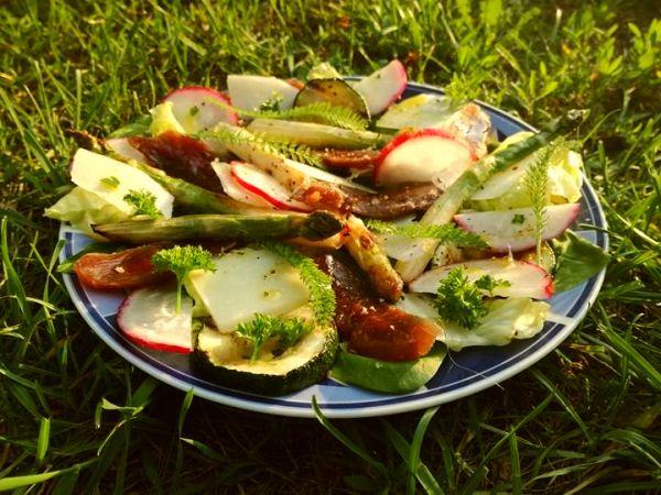 sałatka z grillowanymi szparagami