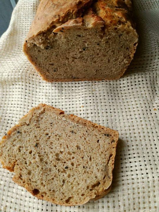 chlebek razowy z czarnuszką