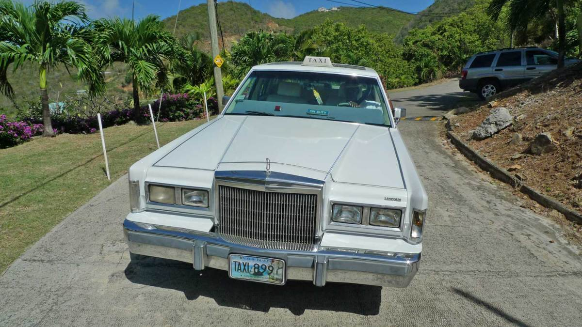 BVI_lincoln-towncar