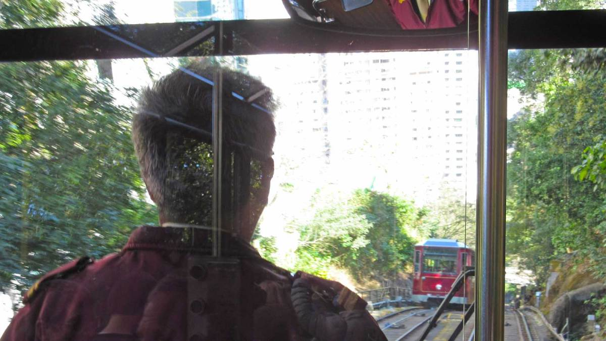 Hong-Kong-peak-tram-interior