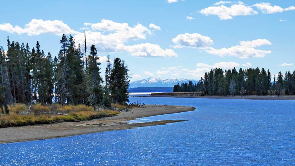 yellowstone-lake-view-3