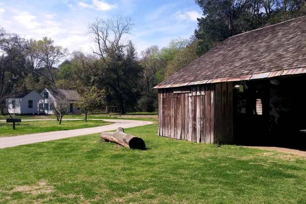 Kleb Woods Nature Center