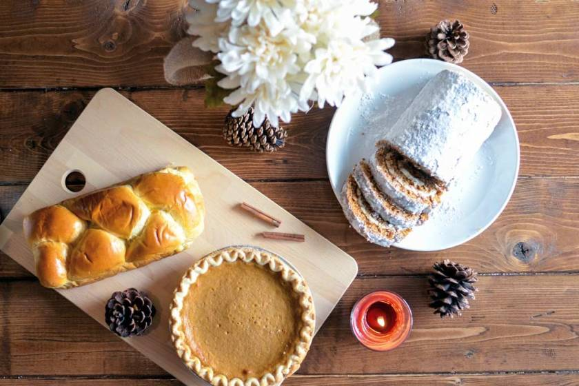 The different types of food on a thanksgiving day table spread in an article about holiday heartburn