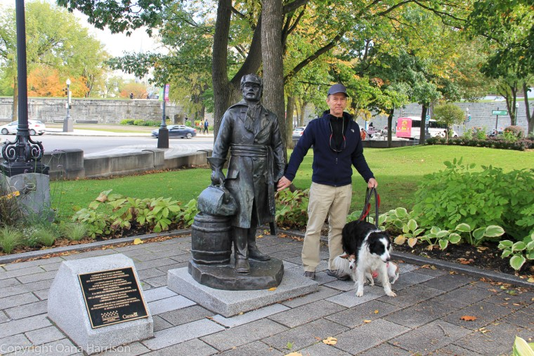 Quebec-City-Parliament-David-with-Dogs