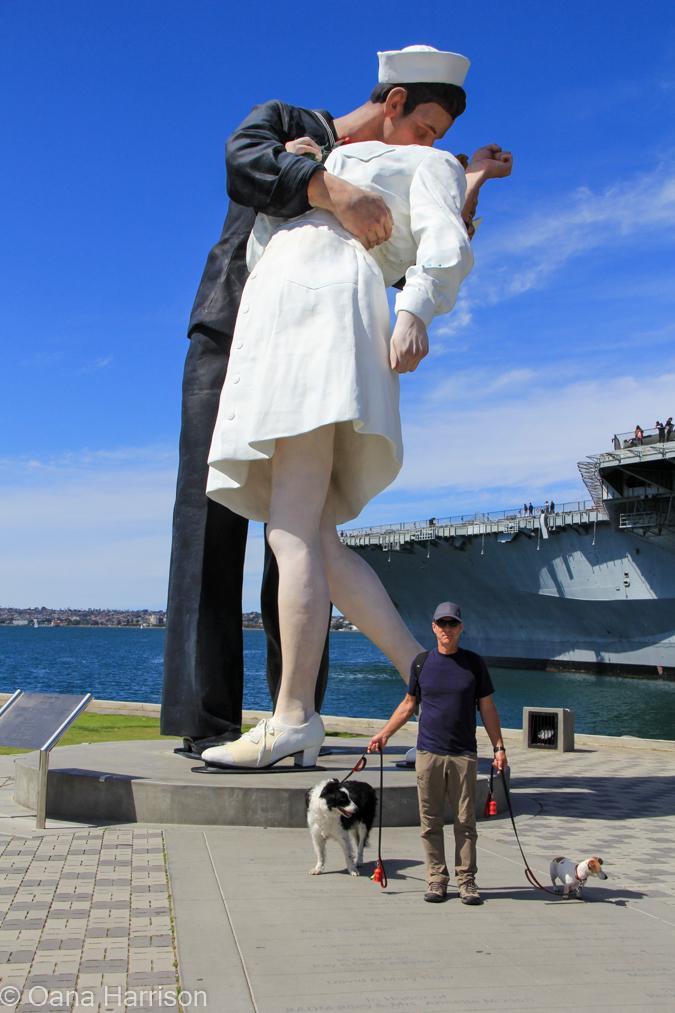 San Diego, California, the kiss statue