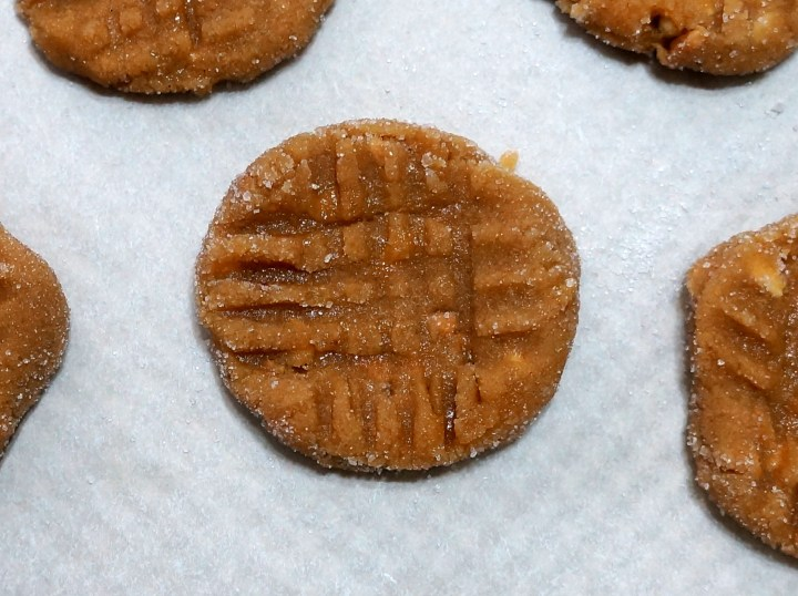 Flatten each cookie gently with the tines of a fork in a crosshatch pattern.