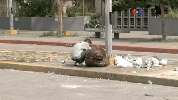 venezuela_shortages_-_eating_garbage_1