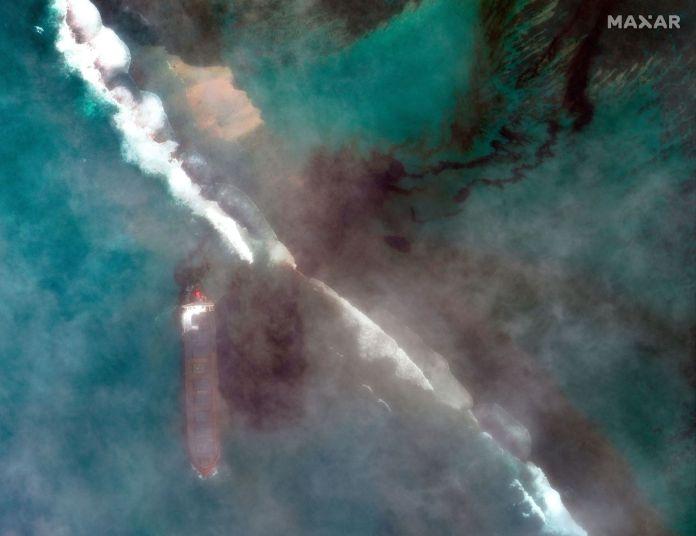 Satellite image of oil spill near Mauritius
