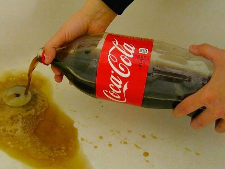 remove tough stains with coca-cola