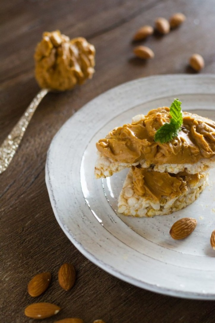 Rice Cakes with Almond Butter
