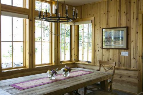 Gjaja-Dining-room