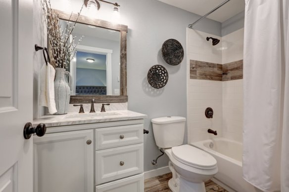 bathroom small spaces