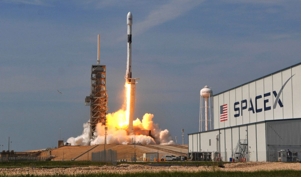 """SpaceX Delayed The Falcon 9 Rocket Launch To Deploy 60 """"Starlink"""" Satellites"""