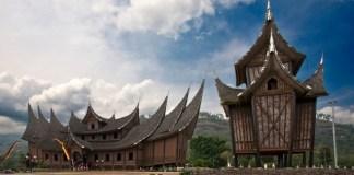 rumah gadang tradisional minangkabau