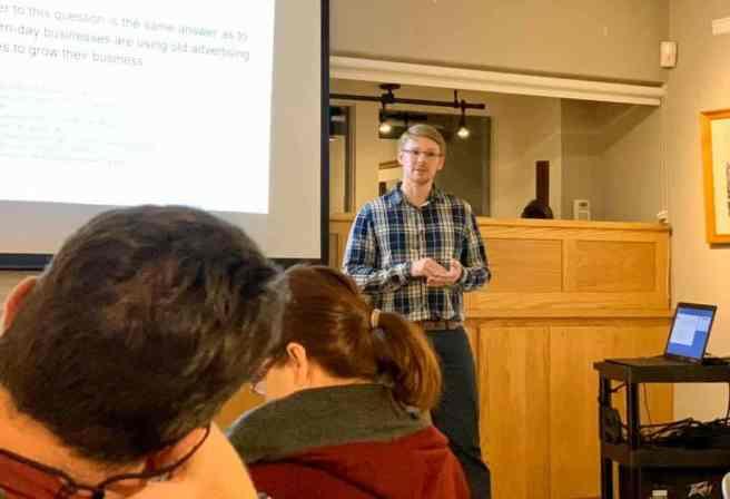 Zeth presenting local digital marketing