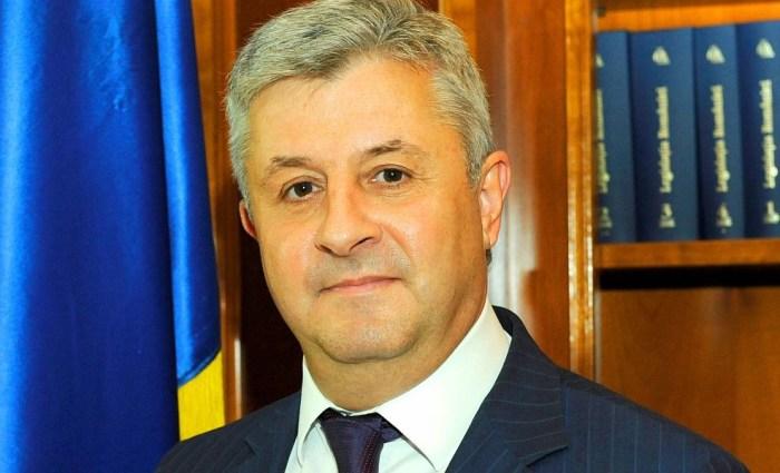 Anunțul făcut aseară de Florin Iordache, ministrul Justiției, a scos mii de români în stradă
