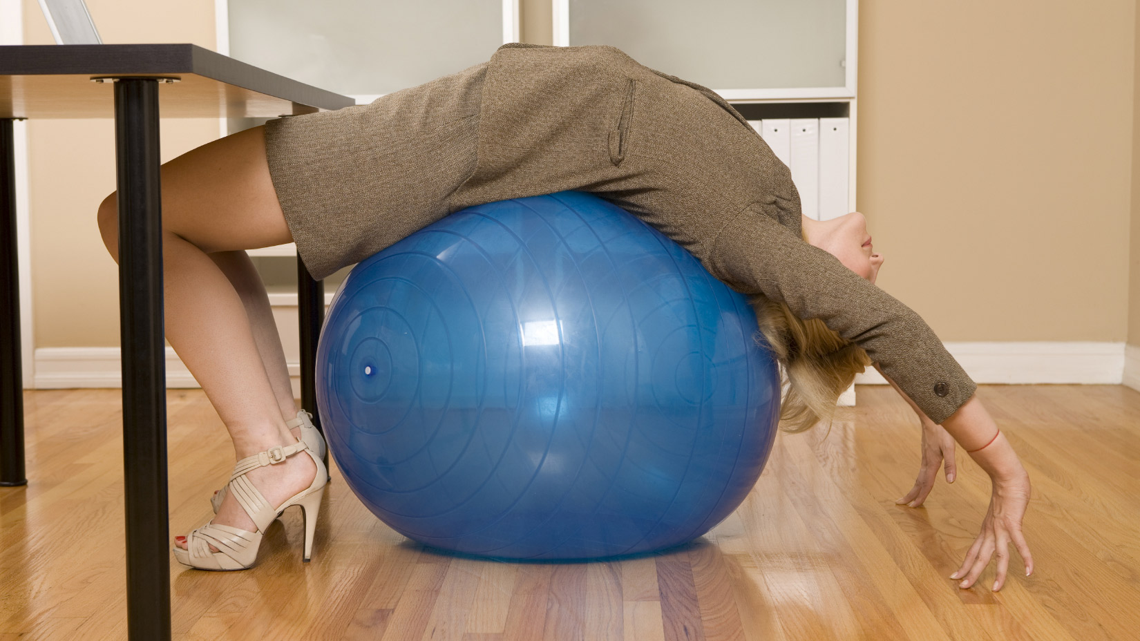 Yoga Ball Desk Chair Should You Use Exercise Ball Instead Of Office Chair