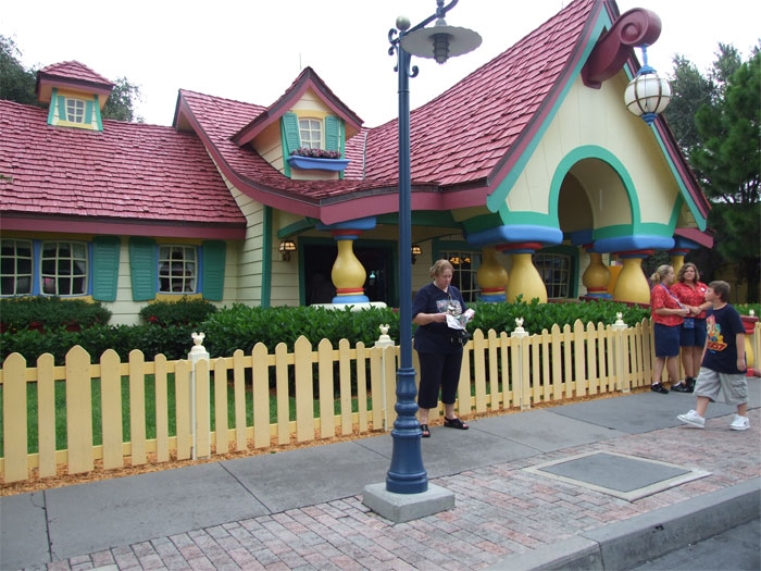mickeys_country_house