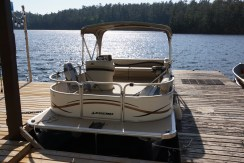20′ Legend Pontoon Boat with 25hp, 4 stroke Yamaha