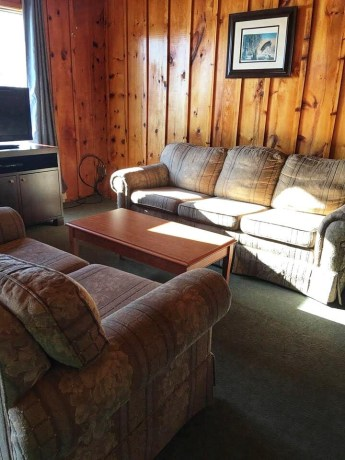 Cottage is fully equipped, clean and modern with a view of Lake Temagami at your doorstep!