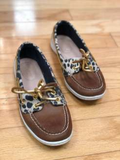 $25 size 7 Sperry animal print shoes