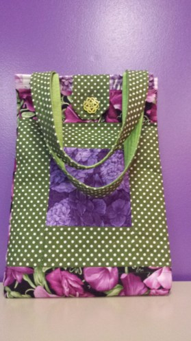Pea flowers quilted handbag