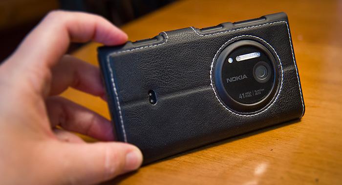 Nokia Lumia 1020 Windows Phone With Credit Card Case