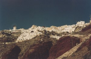 Oia houses hanging from the cliff in Santorini