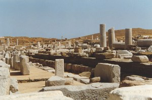 overview of the archaeological site in Delos