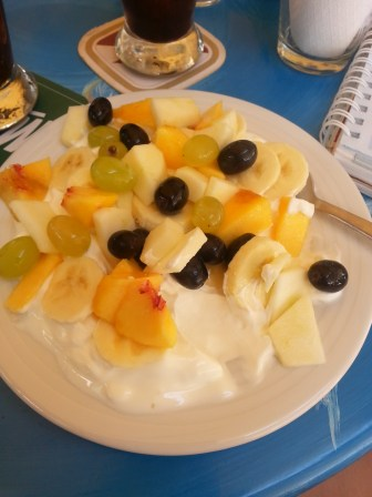 greek yogurt with fresh fruits