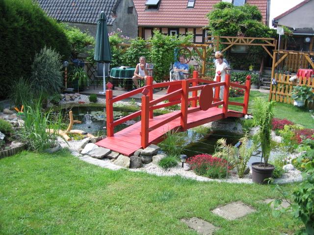 Gartenteich Mit Wasserlauf Und BrückeGartenteich Mit