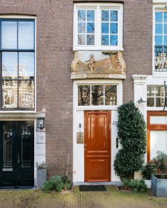 Green Amsterdam - orange door - contact me