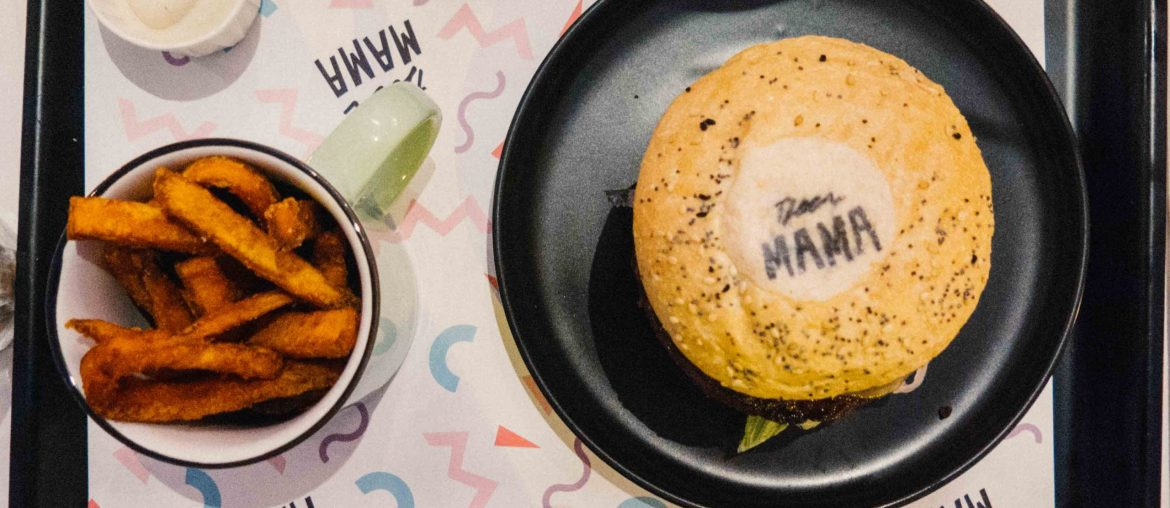 Deer Mama: Vegan Mylk & Burger Bar in De Pijp