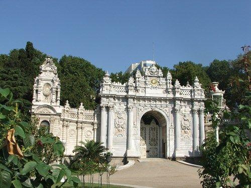 قصر دولما باهتشه