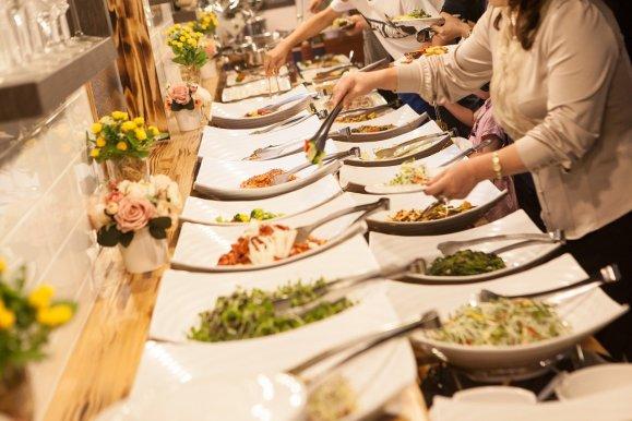 Hochzeitsessen als Buffet