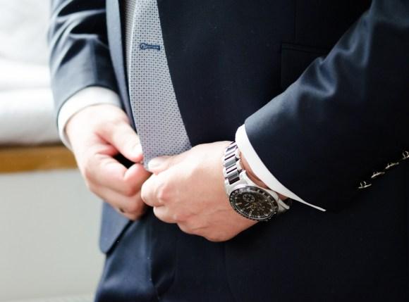 Bräutigam mit Uhr