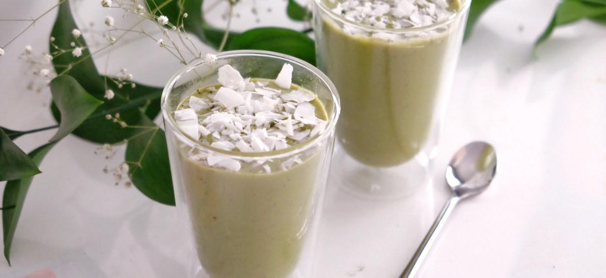 Matcha, avocado and green peas smoothie