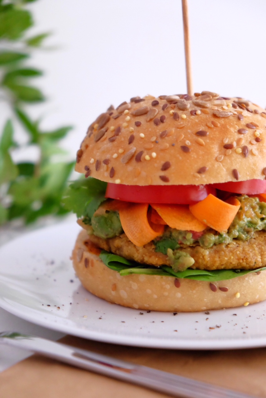 Vegetarian burgers with curry