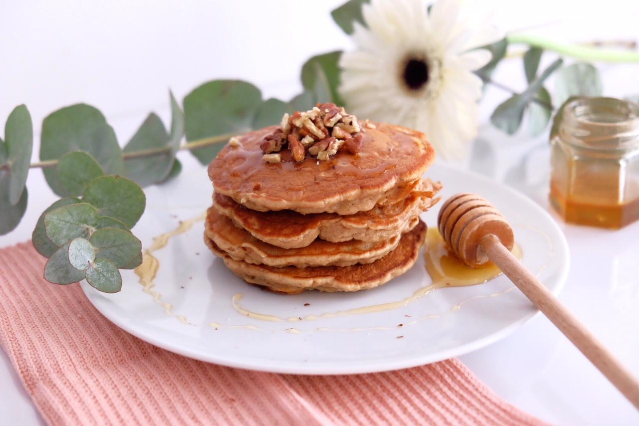 HEALTHY RECIPE CARROT CAKE LIKE PANCAKES vegetarian