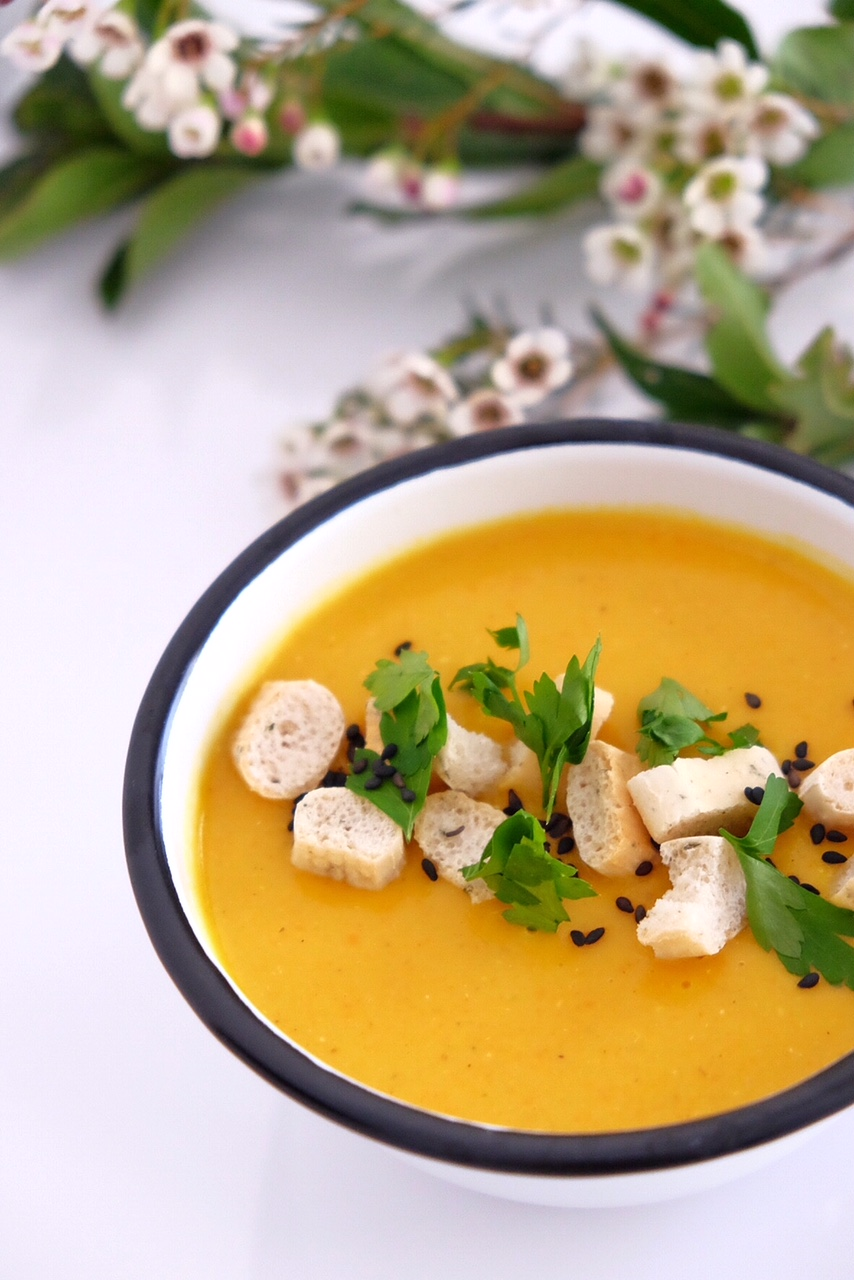 Red lentils and carrot soup with curry