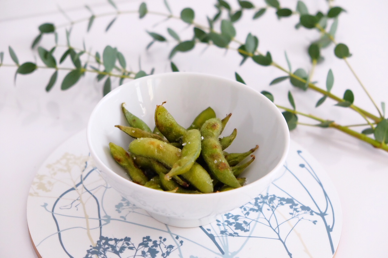 Spicy edamame, the perfect healthy snack