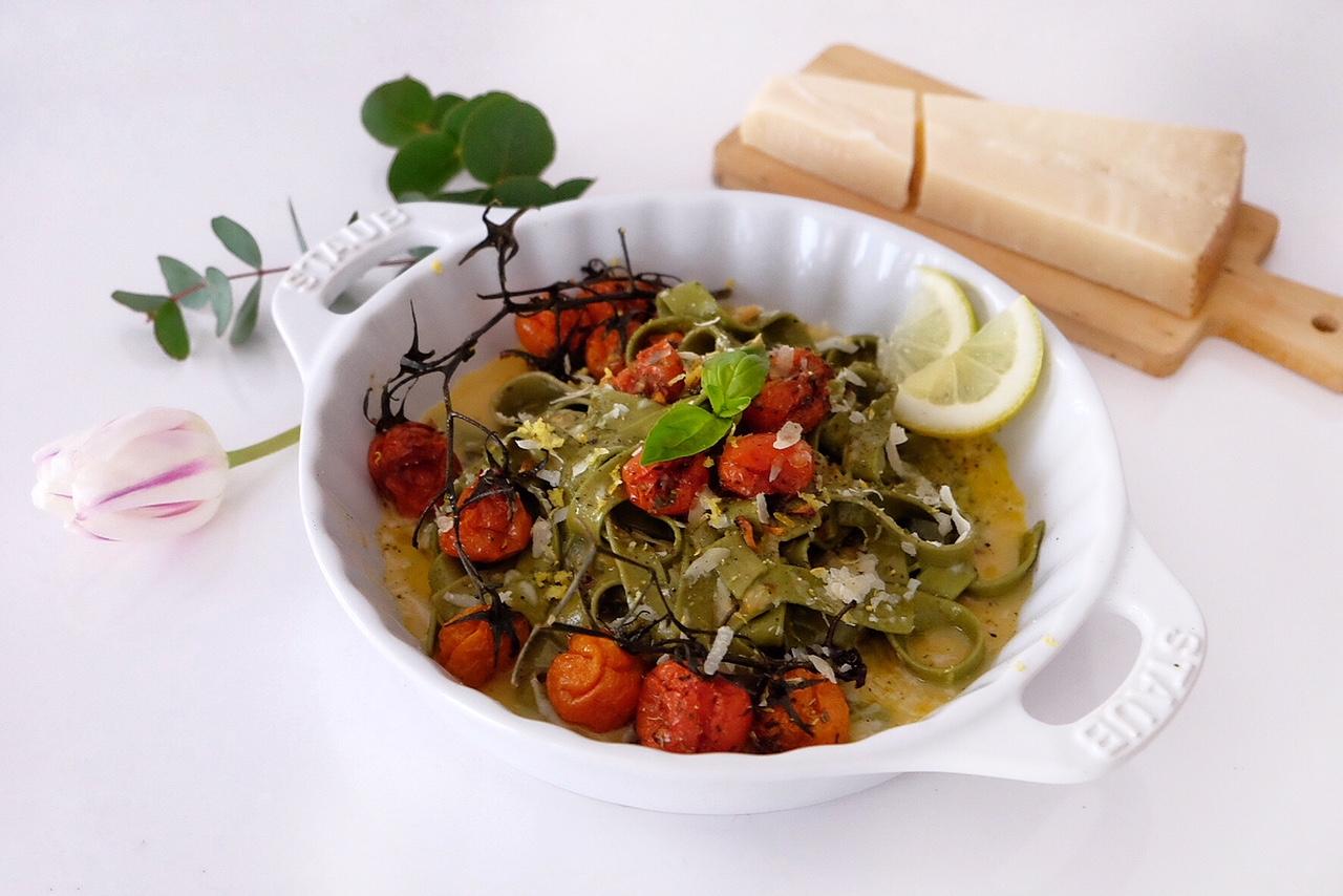 Tagliatelle noodles with vegetarian carbonara sauce
