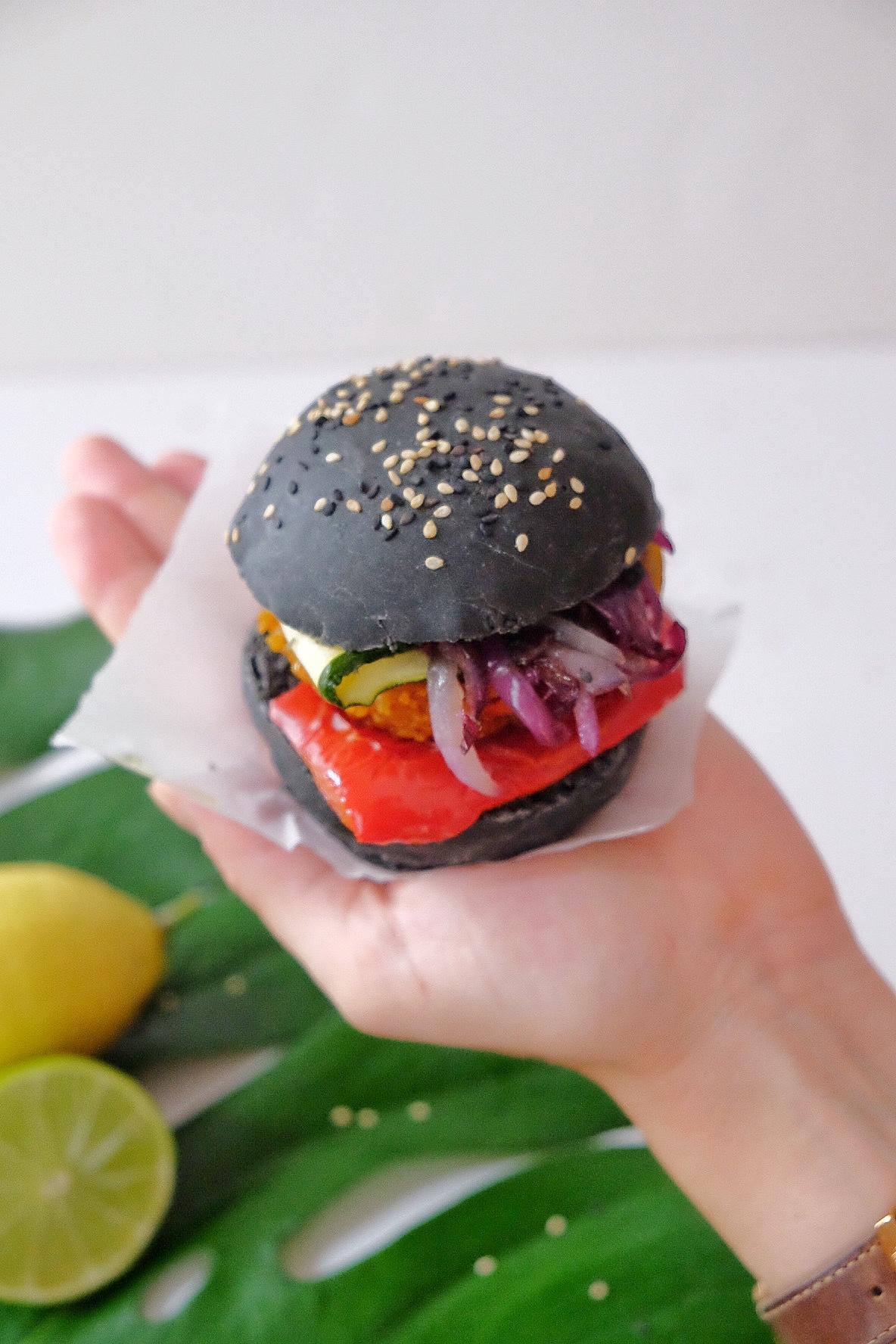 Black veggie burger au charbon actif